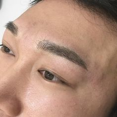 Microblading for men - The World of Makeup Men Eyebrows Grooming, Guys Eyebrows, Eyebrow Grooming, Men's Grooming, Semi Permanent Makeup, Permanent Makeup Eyebrows, Male Makeup, Makeup Art, Eyebrow Blading