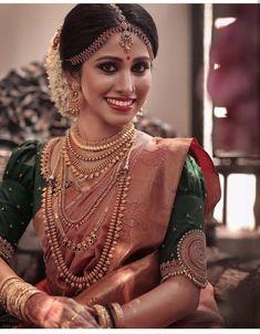Indian bridal saree necklaces ideas for 2019 Bridal Hairstyle Indian Wedding, Bridal Hairdo, Indian Bridal Outfits, Indian Bridal Fashion, Indian Bridal Wear, Kerala Wedding Saree, Bridal Sarees South Indian, Kerala Bride, Wedding Silk Saree
