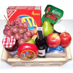 Christmas Gift Box, Christmas Presents, Basket Tray, Food Gifts, Gift Baskets, Flower Arrangements, Catering, Picnic, Cherry