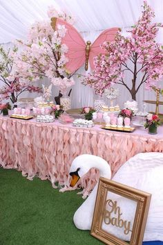 Take a look at this Enchanted Garden Baby Shower! The decorations are stunning!- Take a look at this Enchanted Garden Baby Shower! The decorations are stunning! Take a look at this Enchanted Garden Baby Shower! Deco Baby Shower, Baby Girl Shower Themes, Girl Baby Shower Decorations, Baby Shower Gender Reveal, Shower Party, Baby Shower Parties, Baby Girl Babyshower Themes, Baby Shower Pink, Girl Baby Showers