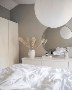 Bedroom Sofa, Room Ideas Bedroom, Home Decor Bedroom, Grey Wall Bedroom, Ikea Bedroom Design, Bedroom Inspo, Minimalist Room, Aesthetic Room Decor, Home Room Design