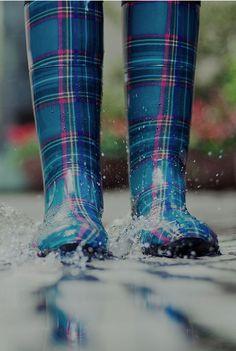 Splish splash This even looks like the Ross Tartan! Mode Tartan, Tartan Plaid, Blue Plaid, Splish Splash, Rain Boots, Shoe Boots, Wellies Boots, Tartan Fashion, Singing In The Rain