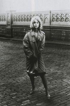 """last-picture-show: """" David Bailey, Jean Shrimpton, Tower Bridge 1961 """" Jean Shrimpton, David Bailey Photography, Tower Bridge London, Swinging London, London Photos, Old London, Parisian Chic, Vogue Magazine, Fashion Images"""