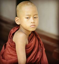 """11 Me gusta, 1 comentarios - Josette (@jobeebee99) en Instagram: """"#Burma #monk #moine #monastère #birmanie #myanmar #picture #portraitphotography #asia #eyes#"""""""