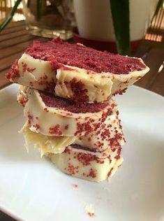 Κόκκινο κέικ με άσπρη κρέμα- γλάσο [red velvet cake] ~ ΜΑΓΕΙΡΙΚΗ ΚΑΙ ΣΥΝΤΑΓΕΣ 2 Cupcake Cakes, Cupcakes, Brownie Cake, Brownies, Confectionery, Red Velvet, Recipies, Food And Drink, Cooking Recipes