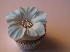 @KatieSheaDesign ♡♡ #CupCakes♡♡  Elegant sugar-paste flower-topped cupcake