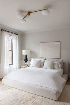 Home Interior Living Room 30 Minimalist Bedroom Decor Ideas that are Not Too much but Just Enough - Hike n Dip.Home Interior Living Room 30 Minimalist Bedroom Decor Ideas that are Not Too much but Just Enough - Hike n Dip Serene Bedroom, Master Bedroom Design, Cozy Bedroom, Home Decor Bedroom, Bedroom Ideas, Summer Bedroom, Master Suite, Master Bedrooms, Bedroom Simple