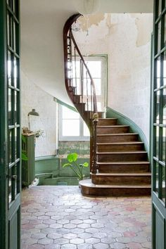 love the green colour for stairs