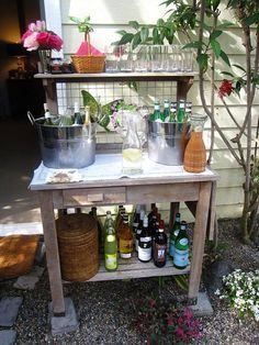 Outdoor bar designs that make late summer parties irresistible, Minneapolis www.e … - Diy Event Ideas Diy Outdoor Bar, Outdoor Parties, Outdoor Entertaining, Outdoor Decor, Outdoor Living, Outdoor Spaces, Outdoor Bar Cart, Outdoor Showers, Outdoor Kitchens