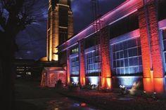 Schon von weitem kann man diese einzigartige Location orten. Die HALLE AM WASSERTURM grenzt direkt an den 1914 erbauten und denkmalgeschützten Wasserturm auf dem AREAL BÖHLER und bietet 80 bis 500 Personen Platz für kleine Firmenfeiern und private Events.