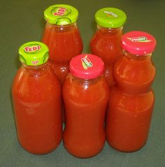 Ketchup, Hot Sauce Bottles, Salt And Pepper, Food And Drink, Stuffed Peppers, Recipes, Red Peppers, Salt N Pepper, Salt N Pepa