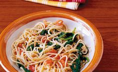 Spinach Margherita Pasta - Using whole-grain pasta is a great way to increase daily fibre intake. Epicure Recipes, Gf Recipes, Pasta Recipes, Great Recipes, Healthy Recipes, Good Food, Yummy Food, Fun Food, How To Cook Pasta
