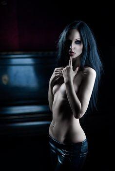 """dark-beauties: """" Dark beauty http://dark-beauties.tumblr.com/ """""""