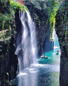 Miyazaki falls, Japan 🇯🇵, photo by : Kei Ino. Takachiho, Asia Travel, Japan Travel, Travel Vlog, Travel Hacks, Travel Advice, Travel Essentials, Solo Travel, Budget Travel
