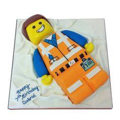 Emmet Lego Movie Cake- great idea for Carter's birthday Lego Man Cake, Lego Movie Cake, Lego Movie Birthday, Lego Movie Party, Movie Cakes, Man Birthday, Birthday Ideas, Birthday Sayings, Superhero Cake