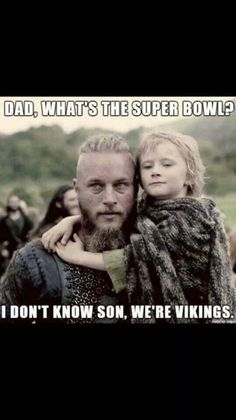 Vikings (series 2013 - ) Starring: Travis Fimmel as Ragnar Lothbrok, (and his second son with Aslaug) Cathal O'Hallin as Hvitserk. Packers Memes, Packers Funny, Funny Football Memes, Nfl Memes, Sports Memes, Funny Sports, Funny Nfl, Funny Memes, Funny Fails