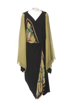 Vintage Fashion afternoon tea dress by Paul Poiret, made of Moroccan crepe silk 20s Fashion, Fashion History, Art Deco Fashion, Fashion Dresses, Vintage Fashion, Fashion Ideas, Paul Poiret, Vestido Art Deco, Glamour Vintage