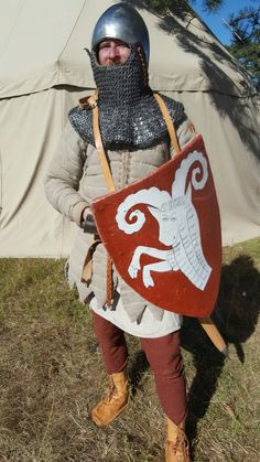 My interpretation of a 14th century lightly armored soldier. Everything (exept the metalwork) is made by me. All handmade. With period materials. The shield heraldry is based on a graveslab from Lödösö in Sweden.