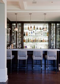 Building your own home bar is a rewarding way to create an oasis. There are several things to be aware of before starting to make building a home bar easier. Wet Bar Basement, Basement Bar Designs, Small Basement Bars, Basement Finishing, Basement Ideas, Bar Embutido, Building A Home Bar, Bar A Vin, Built In Bar