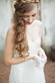 Loose braid winding hair from one side of head to the other, & lots of gentle waves! / Oregon Wedding at McMenamins by Amanda K Photography Boho Wedding Hair, Fall Wedding Dresses, Wedding Beauty, Bridal Hair, Wedding Curls, Wedding Pins, Wedding Stuff, Dream Wedding, Pretty Hairstyles