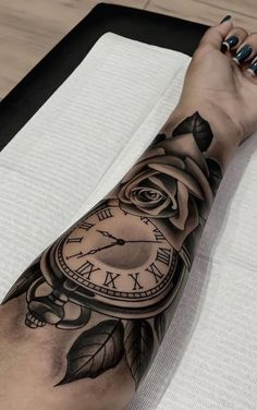 60 Tattoos on women& forearm and lovely to inspire Dope Tattoos, Hand Tattoos, Forarm Tattoos, Forearm Sleeve Tattoos, Best Sleeve Tattoos, Sleeve Tattoos For Women, Body Art Tattoos, Black Girls With Tattoos, Girl Back Tattoos