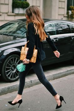 #streetstyle #ombrehair black-on-black ensemble | black skinny painted-on jeans | black loose long-sleeve sweater | black high-heeled stilettos | camel tan bag to match the tousled caramel highlighted brunette hair