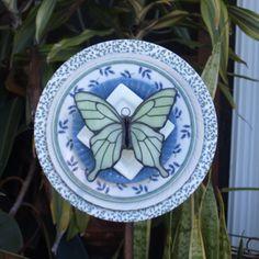 Butterfly Stained Glass Green Blue Repurpose by ARTfulSalvage Glass Garden Flowers, Glass Plate Flowers, Glass Garden Art, Flower Plates, Outdoor Crafts, Outdoor Art, Outdoor Decor, Wood Yard Art, Plate Art