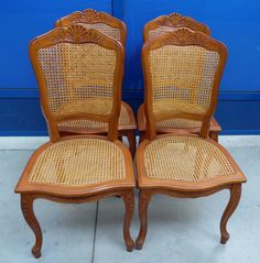 4 sedie in stile Luigi XV provenzali in ciliegio e paglia di Vienna scolpite con conchiglia