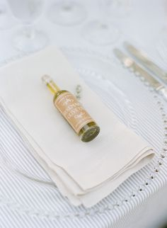 Love this wedding favor idea: mini bottles of olive oil. When I Get Married, I Got Married, Olive Wedding, Rustic Wedding, Wedding Favours, Party Favors, Bridal Gifts, Wedding Gifts, Friend Wedding