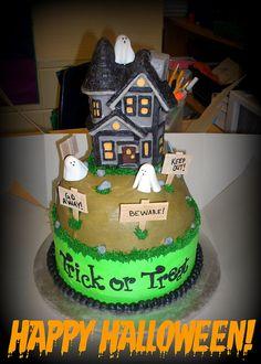 Haunted House Cake | photo