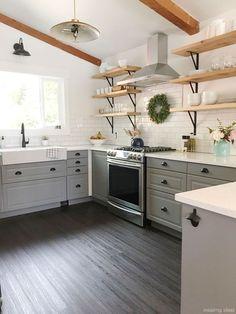 Nice 60 Beautiful Farmhouse Kitchen Decor Ideas https://roomaniac.com/60-beautiful-farmhouse-kitchen-decor-ideas/