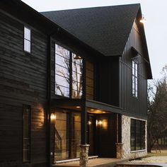 58 Popular Ideas Home Exterior Types Mountain Home Exterior, Black House Exterior, Exterior House Colors, Exterior Design, Exterior Siding, Mountain Homes, Style At Home, Haus Am See, Paint Your House