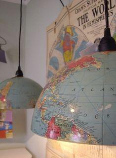 Een geweldig idee (voor kinderkamer). Een wereldbol in tweeën en gebruikt als lampenkap!