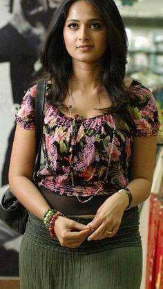 Beautiful Girl Indian, Most Beautiful Indian Actress, Anushka Photos, Saree Photoshoot, Girls In Panties, Indian Gowns, Indian Designer Outfits, Beautiful Bollywood Actress, Curvy Women Fashion