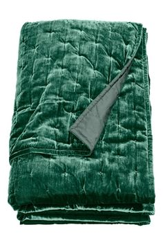 Velvet bedspread - Emerald green - Home All | H&M GB Simple Bedroom Decor, Bedroom Decor For Couples, Home Decor Bedroom, Bedroom Ideas, Bedroom Inspo, Emerald Green Bedrooms, Bedroom Green, Emerald Bedroom, Master Bedroom