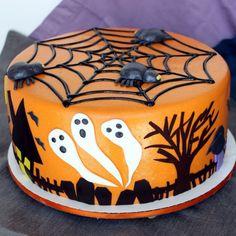 Halloween Torten - Idee mit Spinnennetz und Gespenstern