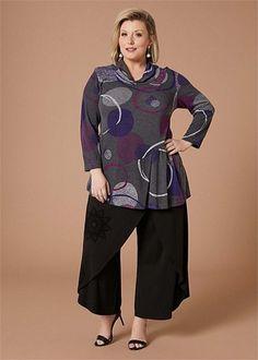 Kledingtips voor de kleine vrouw met een grote maat. Wetsuit, Dressing, Plus Size, Lifestyle, Elegant, Nice, Swimwear, Pattern, Inspiration