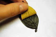 tutorial for making clay earrings | How to Make Metallic Leaf Jewelry – DIY Polymer Clay Tutorial « DiY ... Polymer Clay Projects, Fimo Clay, Polymer Clay Creations, Polymer Clay Art, Precious Metal Clay, Polymer Clay Earrings, Pearl Hair, Creamy White, Ceramic Jewelry