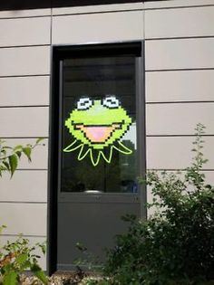 Post-it Note war. check out some of the cool art made out of post-it notes. Love this one of Kermit! Art Post-it, Post Its, Post It Art, Note Doodles, High School Art, Sticky Notes, Community Art, Making Out, Cool Art