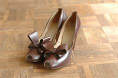 vintage NOS 1940s shoes / brown leather bow by honeytalkvintage, $50.00