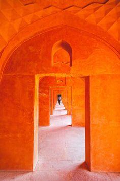 Taj Mahal hall by Ermanio Mandlate