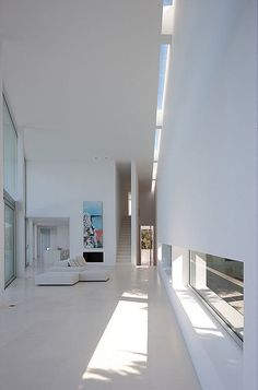 Natural light trough ceiling gap Infinity / Atelier d'Architecture Bruno Erpicum & Partners © Jean-Luc Laloux Light Architecture, Residential Architecture, Interior Architecture, Rendering Architecture, Installation Architecture, Architecture Diagrams, Architecture Portfolio, Futuristic Architecture, Design Exterior