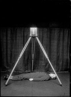 Rodolphe A. Reiss, Demonstration of the Bertillon metric photography system © R. Reis Courtesy o - Burden of Proof Exhibition Forensic Photography, Invention Of Photography, Body Of Evidence, Photographic Film, Dark Photography, Scene Photo, Scene Image, Forensics, Tripod Lamp