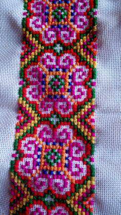 Cross Stitch Borders, Modern Cross Stitch Patterns, Cross Stitch Flowers, Cross Stitch Designs, Cross Stitching, Simple Embroidery, Ribbon Embroidery, Cross Stitch Cushion, Palestinian Embroidery