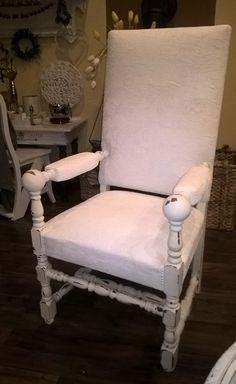 Stuhl und Polster mit Kreidefarbe bemalt shabby