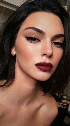 19 New Ideas Holiday Party Makeup Looks Red Lips 19 neue Ideen Holiday Party Make-up sieht rot Red Lip Makeup, Glam Makeup, Makeup Tips, Makeup Ideas, Makeup Inspo, Dark Lips Makeup, Dark Lipstick, Makeup Primer, Makeup Hacks