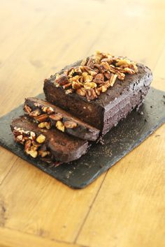 the richest, most gooey gluten free Banana, Chocolate and Caramel Loaf Cake! Chocolate Loaf Cake, Chocolate Frosting, All You Need Is, Gluten Free Banana, Base Foods, Food Inspiration, Sweets, Cakes, Egg Free