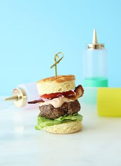 Slider Hamburgers always hit the spot. These perfect sliders are great for after school to hold the kids over until dinner. Step by Step on Glitter and Bubbles. Bacon Cheese Dips, Cheese Buns, Easy Delicious Recipes, Healthy Recipes, Easy Recipes, Burger Cookies, Hamburger Sliders, Mini Sliders, What Recipe