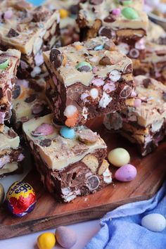 Easter Rocky Road! - Jane's Patisserie Easy Easter Desserts, Easter Treats, Easter Recipes, Easter Deserts, Bakery Recipes, Dessert Recipes, Bakery Ideas, Fudge Recipes, Brunch Recipes