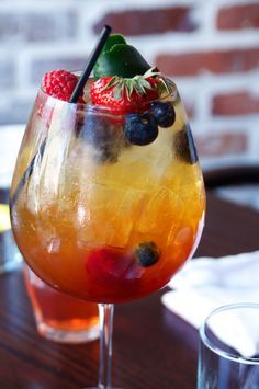 Try some new cocktails and get some ideas. The New Orleans Cocktail Bucket List - pictured: Kingfish The Pimm's Cup - French Quarter : Thrillist New Orleans Cocktails, Cocktail Drinks, Fun Drinks, Yummy Drinks, Cocktail Recipes, Beverages, Cocktail List, Party Drinks, Smoothies
